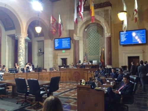 Concejales de Los Angeles piden al presidente Obama y al Congreso trato humanitario para menores migrantes centroamericanos